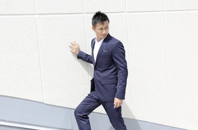 階段を昇るビジネスマン