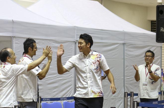 田代選手入場