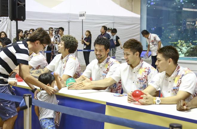 岸本・大宮選手と握手