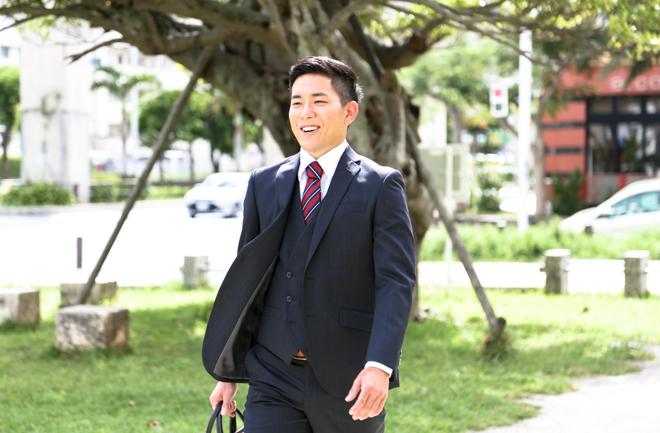 スーツを着た爽やかな男性