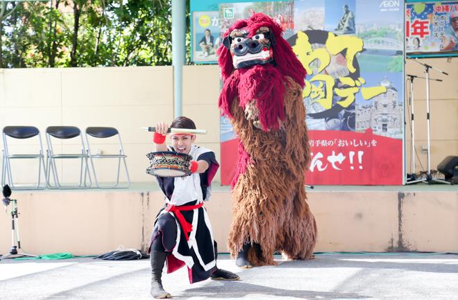 演舞者と獅子舞
