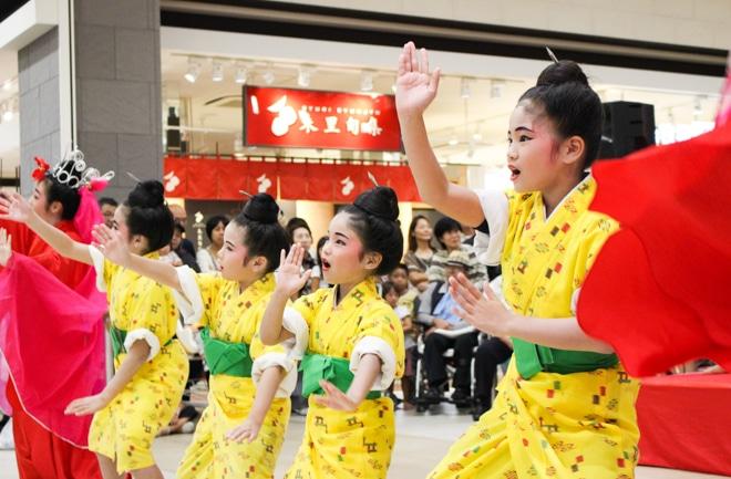 子どもたちの手踊り
