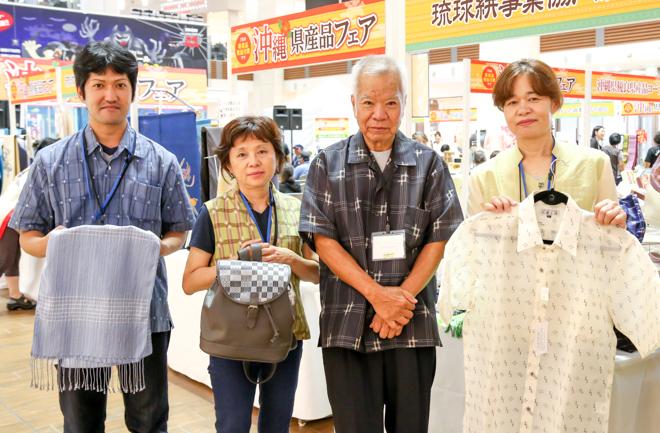 琉球絣事業協同組合の皆さん