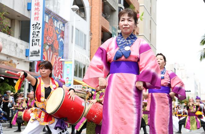 イオン琉球エイサー隊の手踊り隊
