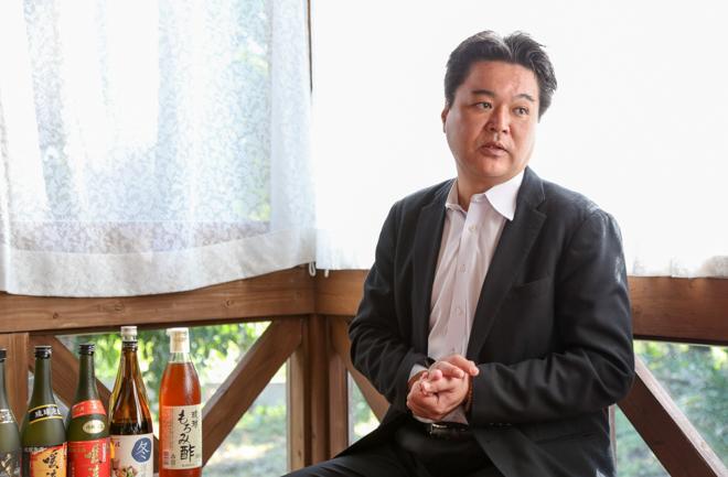 インタビューにこたえる神村さん