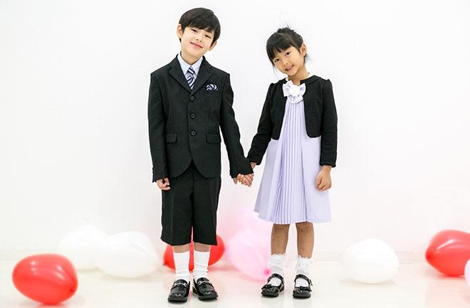 フォーマルな服を着た子供たち