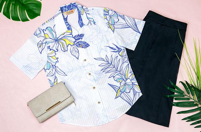 花柄シャツとトートバッグ