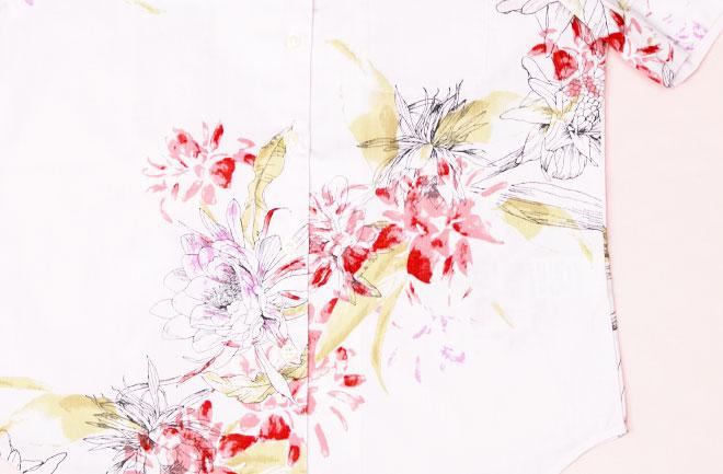 アップの花柄シャツ