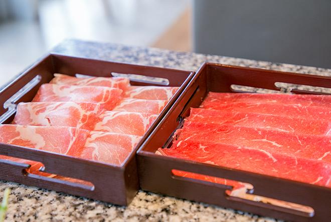 入れ物に入った肉
