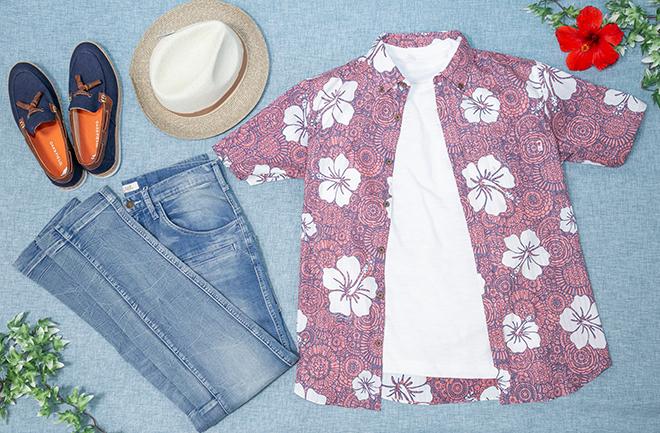 置かれた服と夏物