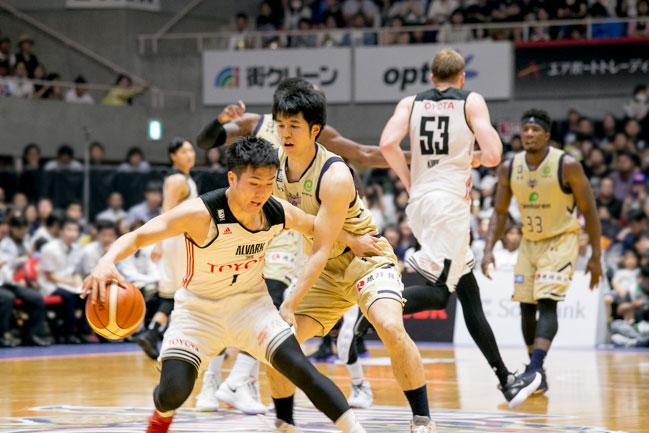 二人のバスケット選手
