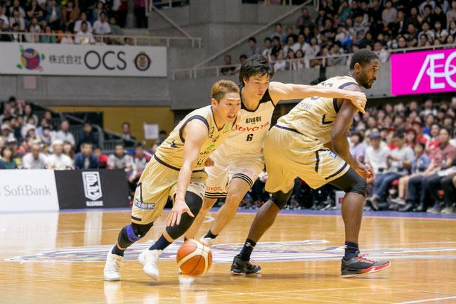 三人のバスケット選手