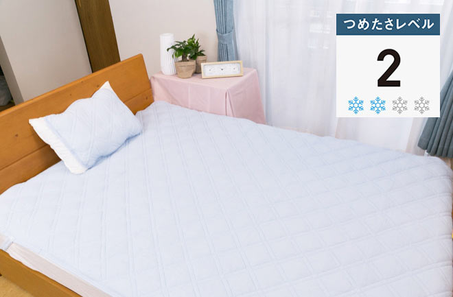 青いシーツのベッド
