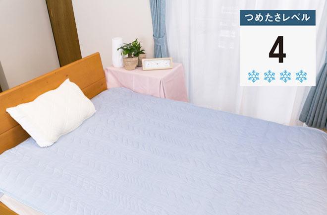 白い枕と青いベッド