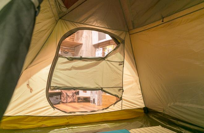 テントの出入り口