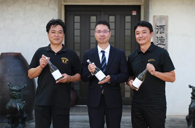 神村酒造のスタッフとイオンのスタッフ
