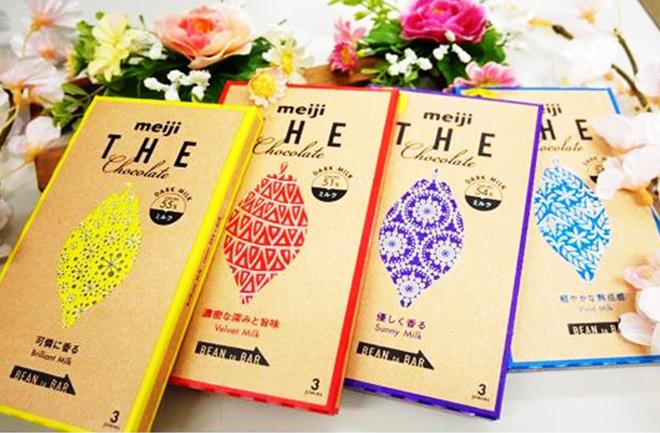 黄や赤、紫、水色のチョコレートパッケージ