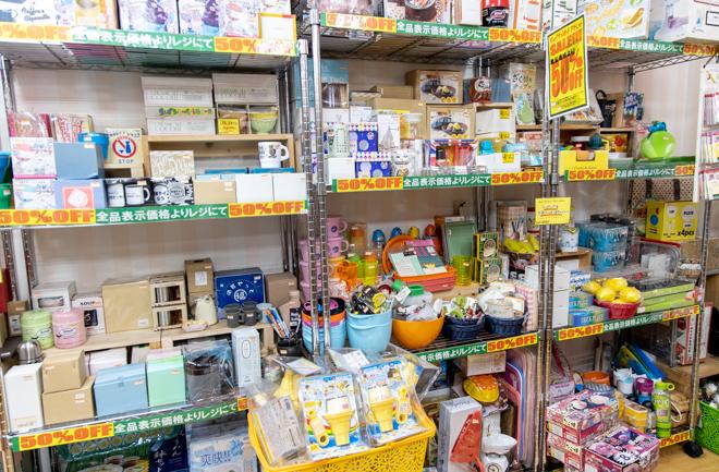 アウトレットのキッチン雑貨コーナー
